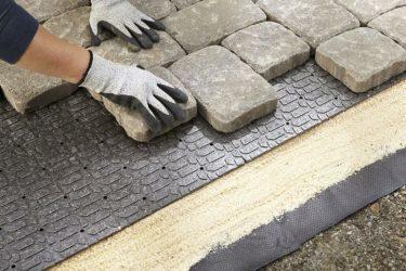 На что укладывается тротуарная плитка?