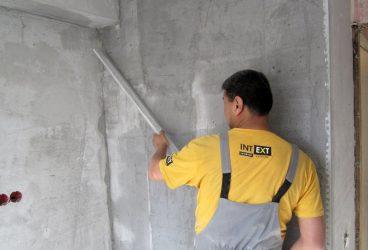 Как штукатурить бетонные стены?